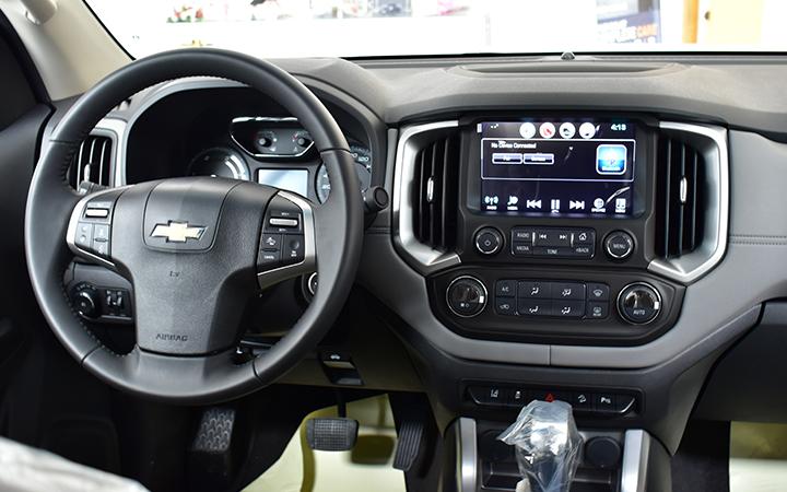 Xe được trang bị hệ thống tay lái trợ lực điện cho phép xe phản ứng nhanh nhạy và vẫn đảm bảo có đủ độ chính xác