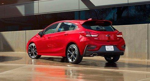 Đánh giá xe Chevrolet Cruze 2019 nâng cấp: Khoang hành lý ở mức tương đối.
