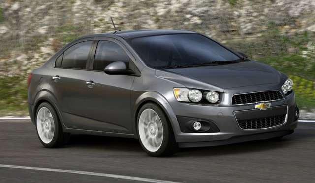 So sánh Chevrolet Aveo và Mazda2 về ngoại thất, vận hành. Nên mua xe nào