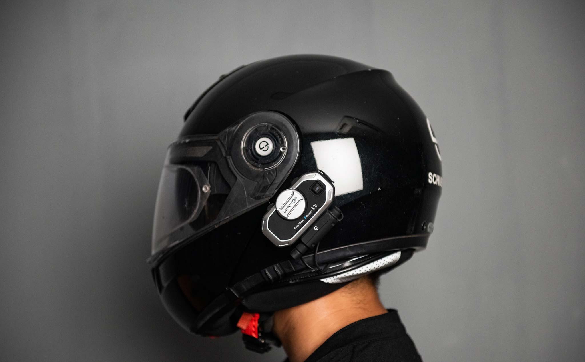 Trên tay tai nghe bluetooth gắn nón bảo hiểm VIMOTO V8   Tinh tế